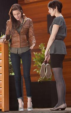 Kristen Stewart & Ashley Greene in The Twilight Saga: Breaking Dawn - Part 1