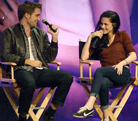 Kristen Stewart in Longchamp & 7 For All Mankind | The Official Twilight Convention - Los Angeles
