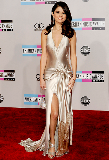 Selena Gomez in Giorgio Armani | 2011 American Music Awards