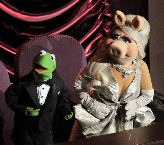 Miss Piggy in Zac Posen | 2012 Oscars