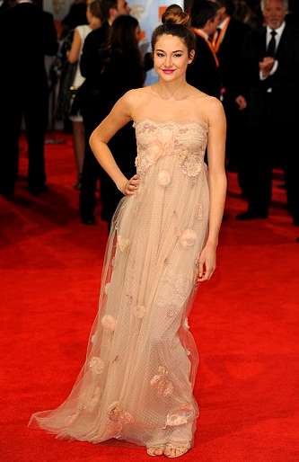 Shailene Woodley in Dolce & Gabbana | 2012 BAFTA Awards